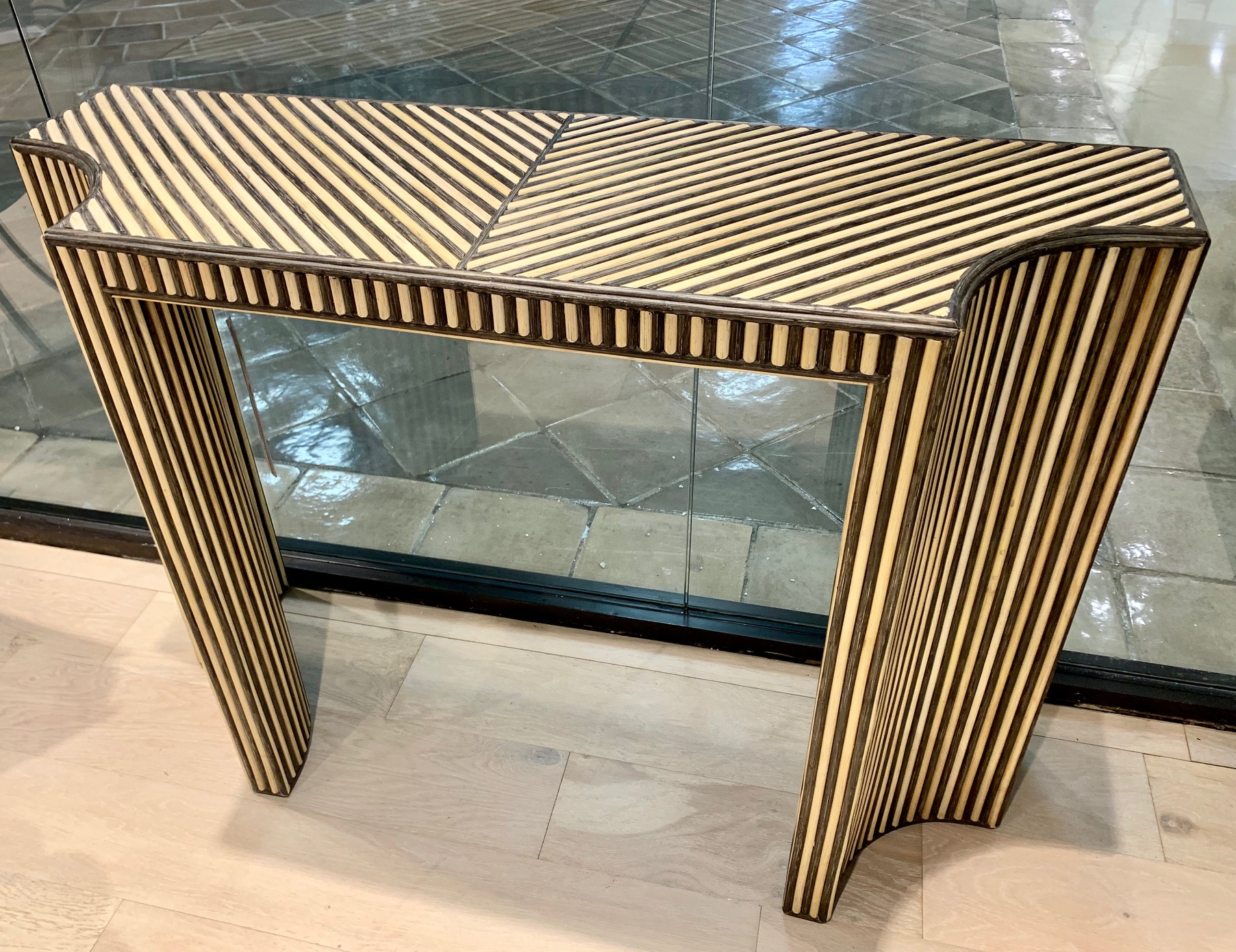 Ribbed Console